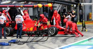 Ferrari meledak